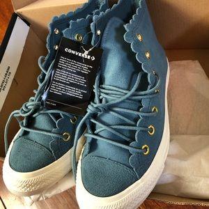 Converse Women Chuck Taylor  Suede Sneakers